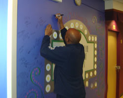 Mike signs the artist wall!