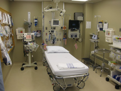 Larger cardiac room, equipped with eEmergency.