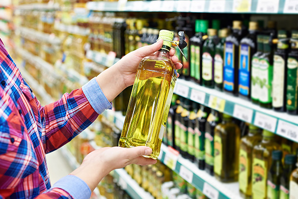 woman shopping for cooking oils