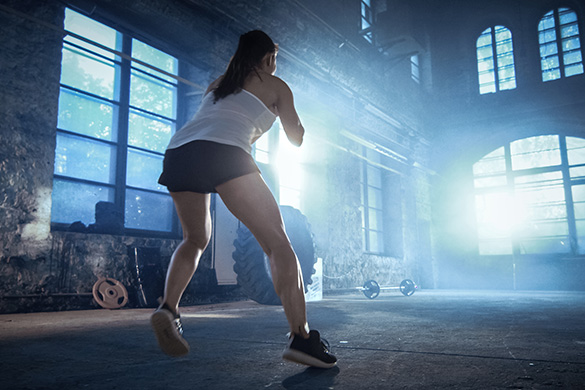 woman using plyometrics in workout