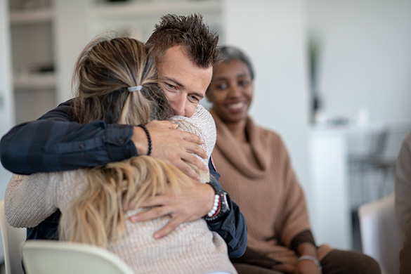 couple hugging in group therapy